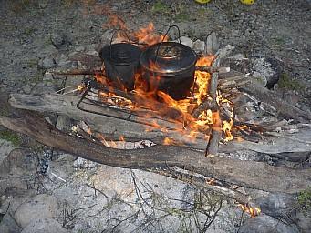 2012-12-01 18.44.22 P1040397 Simon - Morison Bush - boiling the bollies.jpeg: 4000x3000, 6871k (2014 Jul 21 06:55)