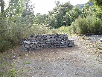 Stone Wall Seat Waerenga - 1.jpg: 1024x768, 227k (2014 Jul 21 07:25)
