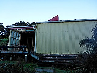 Te Matawai Hut early morning.jpeg: 4608x3456, 7270k (2017 Apr 10 09:28)