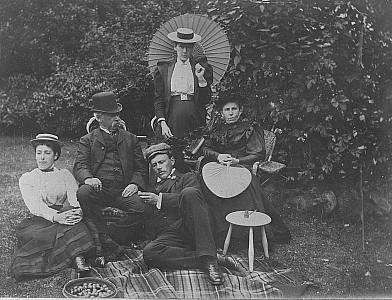 Hodgkins family at Cranmer Lodge, Dunedin