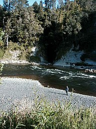 cwb_view_from_campsite_on_whanganui.jpg: 480x640, 159k (2014 Jul 21 06:31)