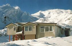 Ski_hut_small.jpg: 250x161, 9k (2014 Jul 27 02:48)