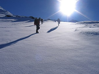 2.7walktotheclimb.jpg: 640x480, 75k (2008 Dec 18 20:01)