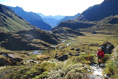 Above Bushline - Approaching Harris Saddle on the Routeburn - Peter Smith.jpg: 1024x687, 1023k (2010 Dec 07 09:21)