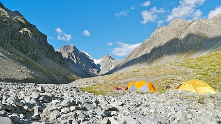 Gorilla Stream Camp.jpg: 1024x576, 285k (2014 Jul 21 06:47)