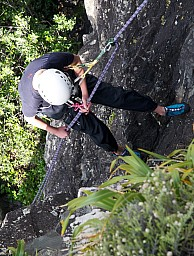 Ruben abseils.jpg: 775x1024, 388k (2012 May 14 21:42)