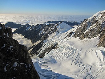 07 - Balfour glacier and our tent in centre.jpg: 1024x768, 188k (2014 Mar 17 19:03)