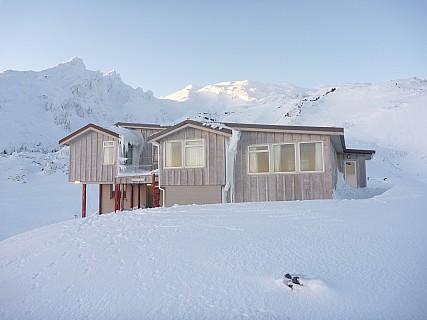 2011-07-18 07.41.19 P1020695 Simon Tararua Lodge.jpeg: 4000x3000, 4492k (2014 Jul 21 07:30)